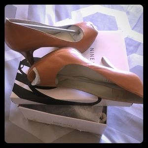 Neutral color sexy high heel